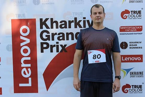 На фоне стелы Lenovo Kharkiv Grand Prix 2016