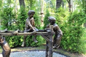 Скульптура с детьми в парке Горького