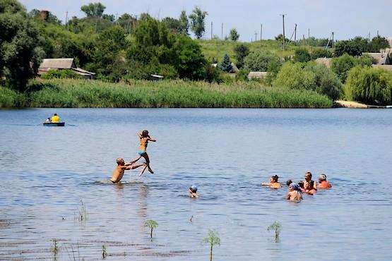 В полёт над водой Берекского водохранилища
