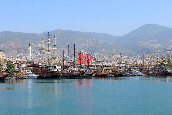 Яхты в бухте Алании