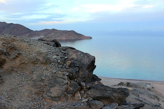 Спуск со скал в Египте