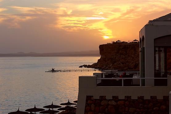 На закате дня у Красного моря