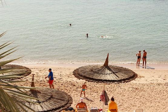 У Красного моря на пляже