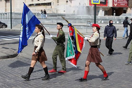 Марш по улице Сумской в Харькове