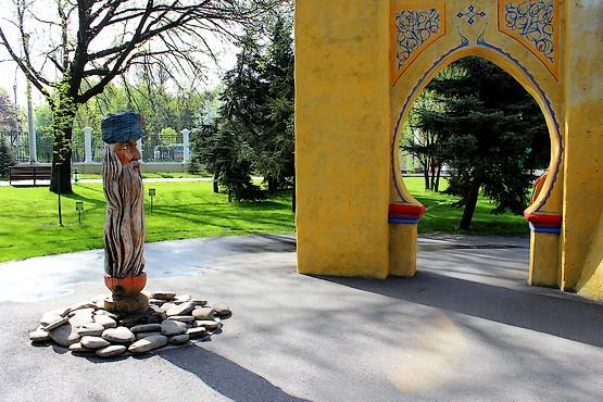 Арка в восточном стиле в парке Горького