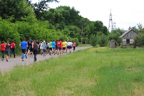 Участники убегают на дистанцию 6 километров