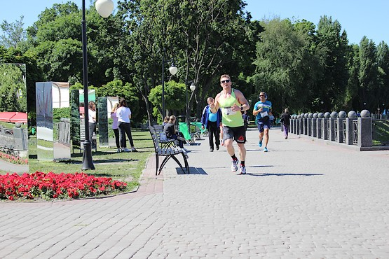 Бег у зеркал на 4F Kharkiv Riverside Run