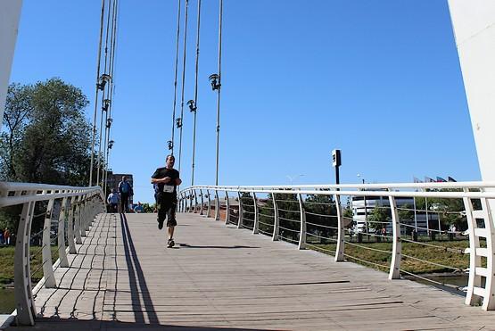 Бег по мосту на 4F Kharkiv Riverside Run