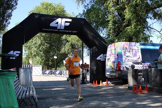 Лидер забега на 10 км 4F Kharkiv Riverside Run 2018 Spring