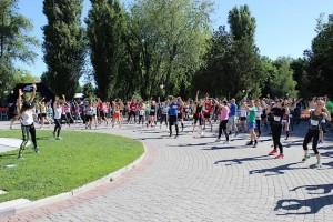 Массовая разминка перед стартом на 10 км 4F Kharkiv Riverside Run 2018 Spring