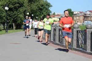 Супермен бежит 5 км на 4F Kharkiv Riverside Run 2018 Spring