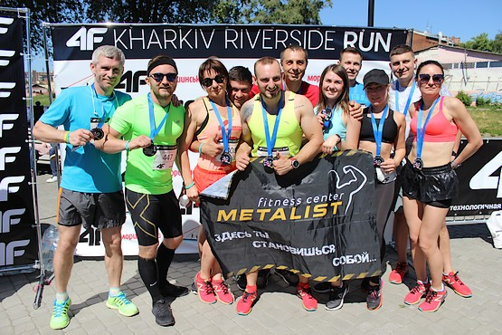Все фотографируются на память о 4F Kharkiv Riverside Run 2018