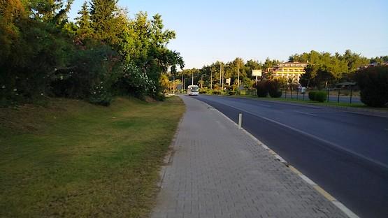 Бег вдоль дороги в Турции