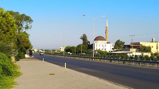 Добегаю до подземного перехода у мечети