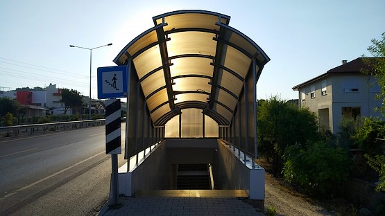 Вход в подземный переход в Турции