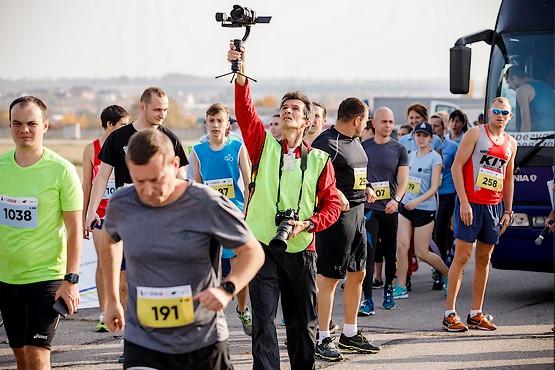 Фотограф за работой на Kharkiv Airport Run 2018