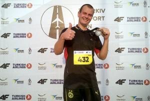 С медалью после финиша на Kharkiv Airport Run 2018