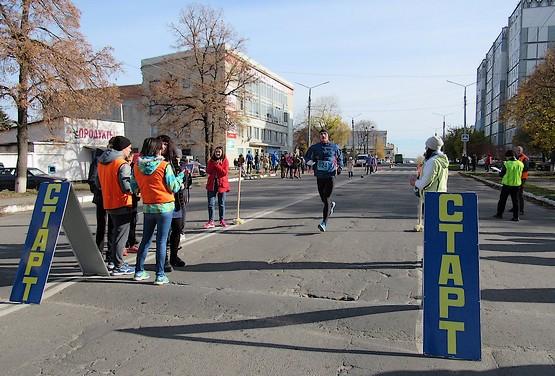 Участники финишируют на дистанции 15 км