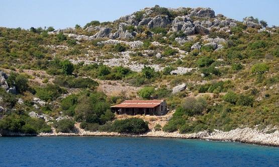 Домик на острове в Средиземном море
