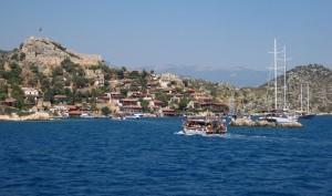 Крепость на возвышенности острова