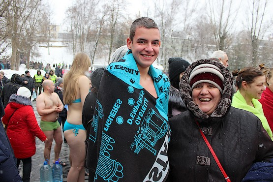 Сын с бабушкой после купания