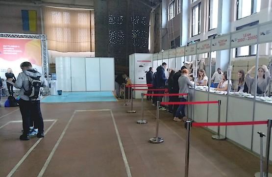 Получение стартовых пакетов на Харьковском интернациональном марафоне 2019