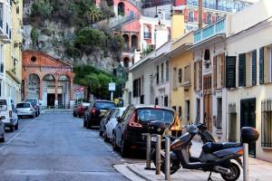 Автомобили у Замковой горы в Ницце