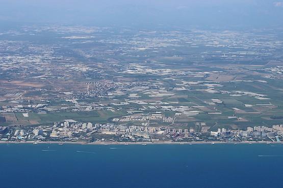 Вид на береговую линию Анталии с самолёта