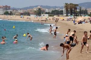 На пляже Costa Brava в Каталонии