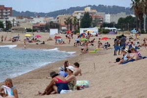 Попал в объектив фотографа на пляже Costa Brava