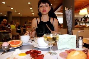 Таня в ресторане