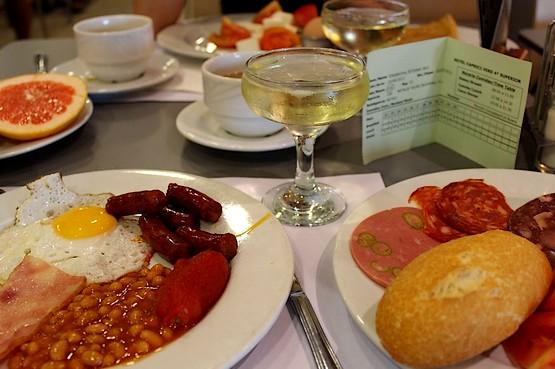 Завтрак с шампанским в Испании