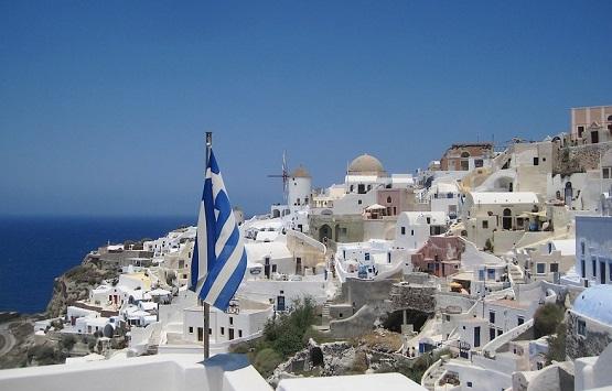 Флаг Греции на острове Санторини