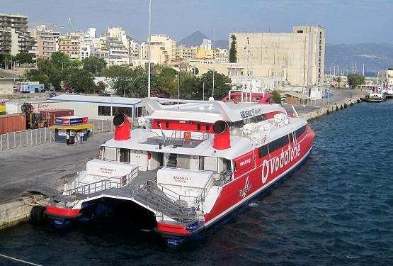 Паром в порту острова Крит