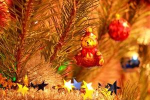 Мишка на новогодней сосне