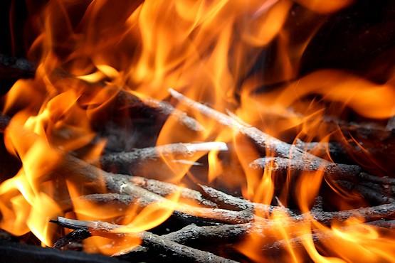 Пламя играет в мангале