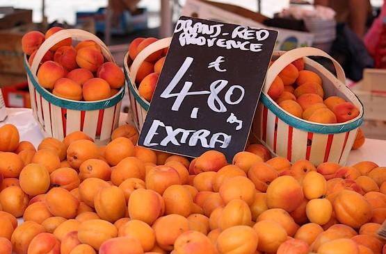 Цена на абрикосы во Франции