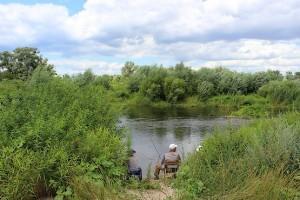 Рыбаки у реки Северский Донец