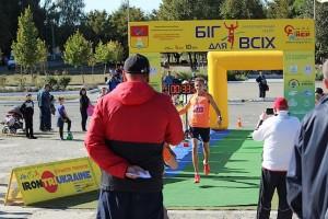 Финиш победителя на дистанции 10 км