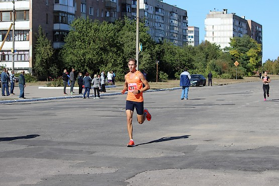 Лидер легкоатлетического пробега на дистанции 10 км