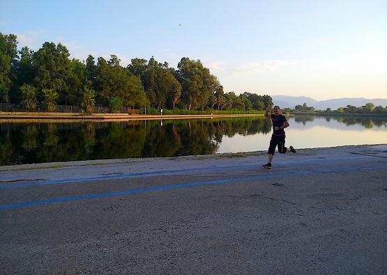 Бегу у озера в Манавгате, Турция