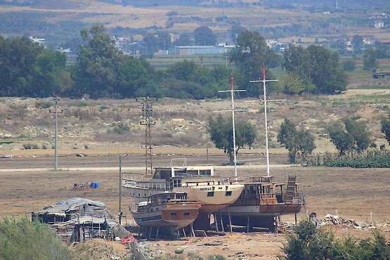 Яхты в ожидании ремонта или разборки