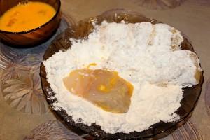 Кусочки судака в яйце и муке